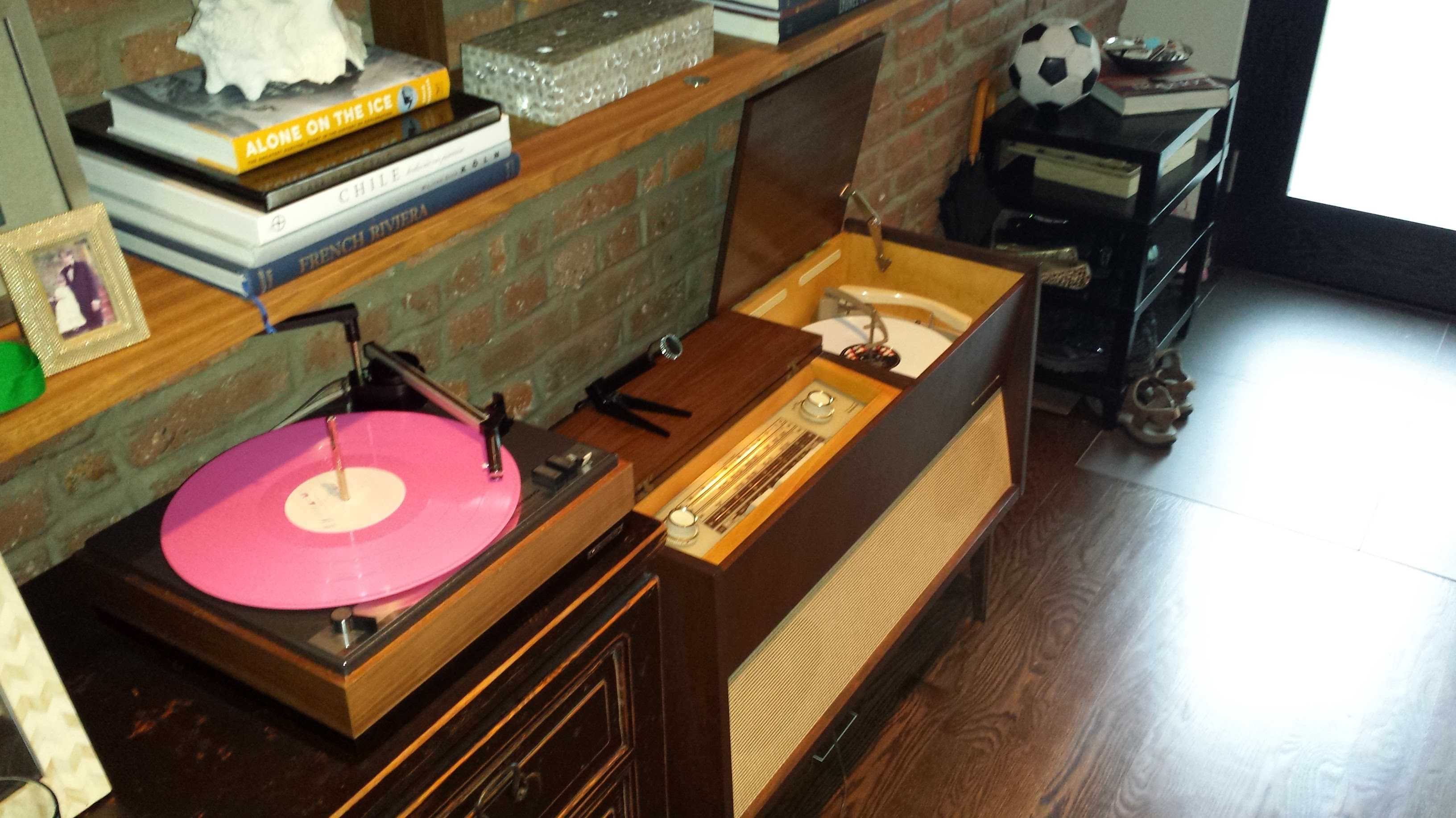 How to buy a vintage stereo console