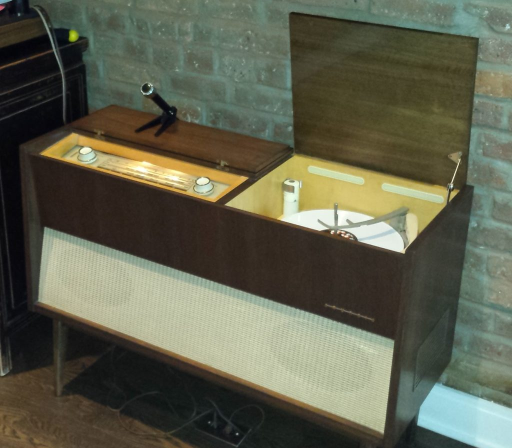 Modern Stereo Console Solfari